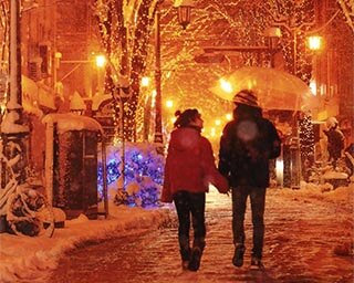 雪が降るとより一層幻想的な雰囲気に