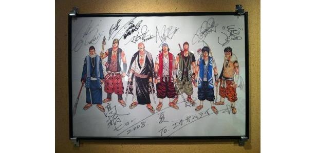 なんと普段はHIROの自宅に飾られているという、メンバー直筆のサインが入った高橋ヒロシの絵も展示!