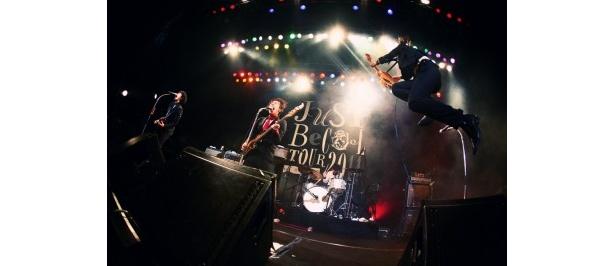 ロックバンド・THE BAWDIESが開催したツアー最終日のライブ