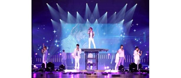 【写真】大仕掛けステージ演出が展開され、観客を驚かせたSUPER JUNIORによる「SUPER SHOW」