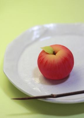 「林檎」 / 三納寛之
