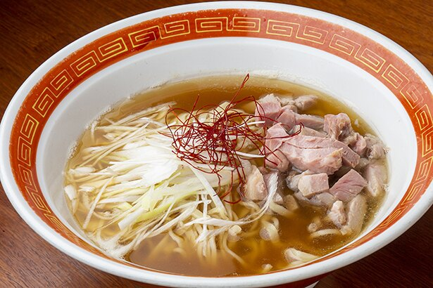 「らーめん森や。」の林店主と「横濱丿貫」の佐藤オーナーが、「横浜中華街でよく食べられるラーメンをオマージュして作った一杯。横濱丿貫はイノシシと鮮魚スープで作る