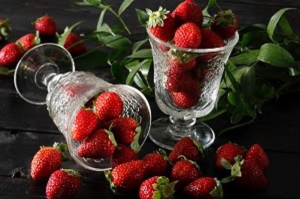 大粒で甘みの強い「あまおう」をはじめとする約10種類のフレッシュいちごが登場するビュッフェライン