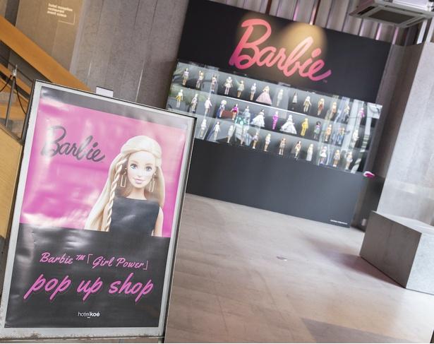 hotel koe tokyo 1階「koe space」にてバービードールを展示