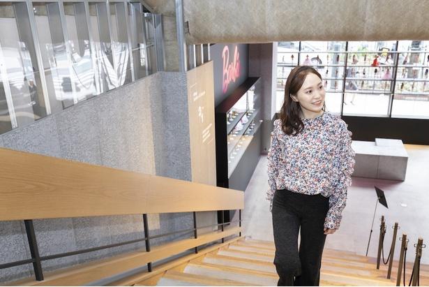 階段をあがって2階「koe渋谷店」へ