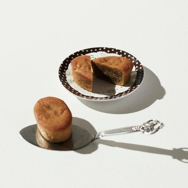 厳選したヨーロッパ産の栗をふんだんに加え、しっとり焼き上げた贅沢な味わい