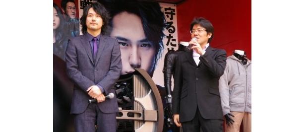主演のふたりをファンと同じように「ニノ」、「松ケン」と呼ぶ、佐藤貴博プロデューサー(写真右)