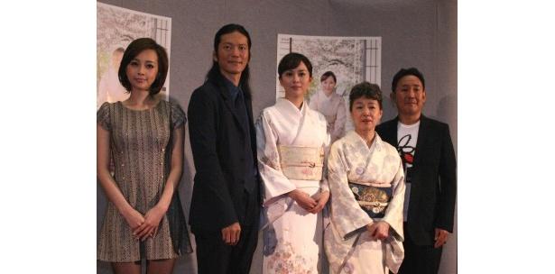 「どんど晴れ スペシャル」の出演者たち(左から)ICONIQ、田辺誠一、比嘉愛未、宮本信子、林家正蔵