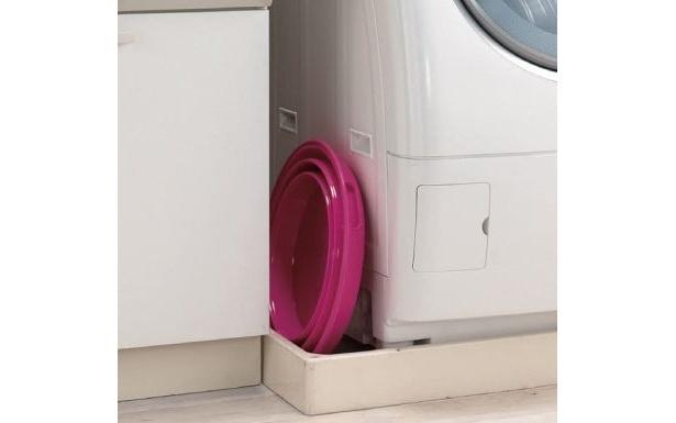 【画像を見る】洗濯機横の隙間にすっぽり