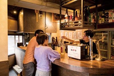 三九酒場 けごむす / 店主や客同士の距離が近く、会話も弾む