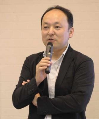 オープニングは「ツイッター部長のおそれいりこだし」(日経BP社)の著書もある末広栄二氏の基調講演「神戸からITで情報発信を!」