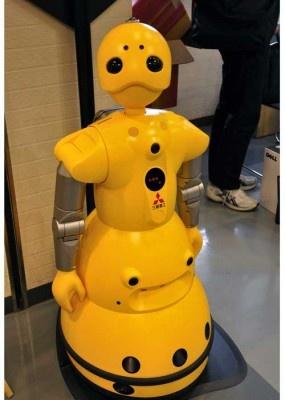 三菱重工のコミュニケーションロボット「wakamaru」も会場に登場。人の方を見て話す愛らしさに通りかかる人も思わずニッコリ。人の顔を見分けたり、音声や単語を認識して話す
