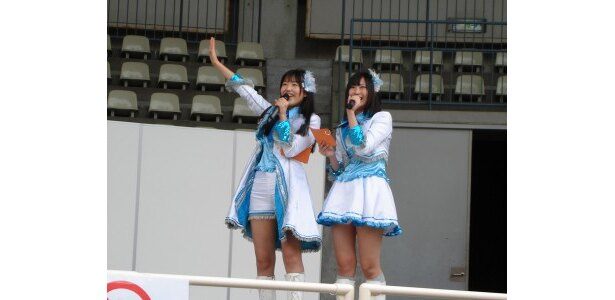 大阪会場では、桑原みずきと向田茉夏が司会を担当