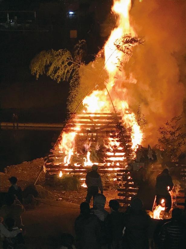 五穀豊穣や子孫繁栄などを願う祭り / 杖立温泉 どんどや火祭り