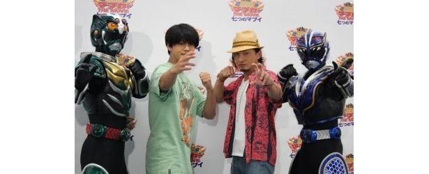 琉神マブヤー役の山田親太朗(左)と、龍神ガナシー役のISSA(右)