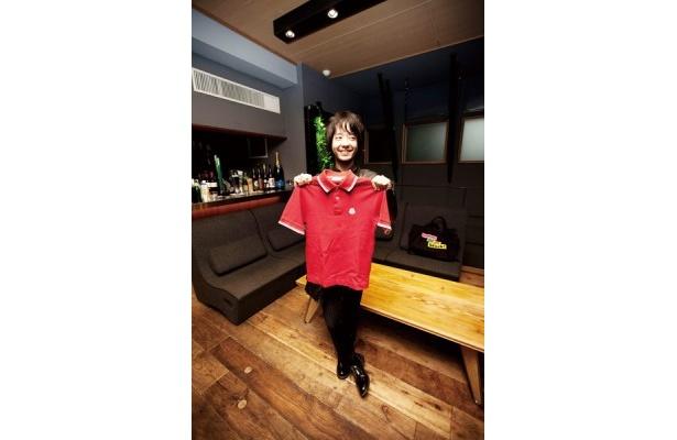 トライセラトップスの和田唱さんからはシングル「僕らの一歩」のMV撮影時に着用していたモンクレールのポロシャツを出品