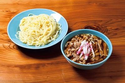 アゴ煮干しのダシを加え味を進化させた淡麗つけ麺