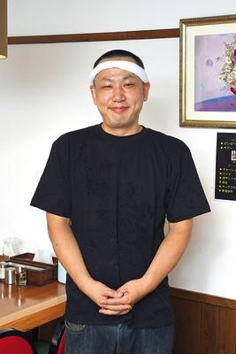 自己流で味をさらに磨く店主・石井賢治さん