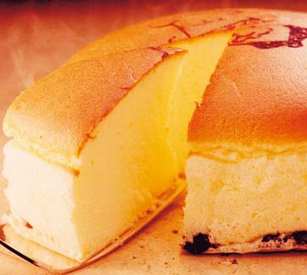 チーズケーキ6号(18cm、725円)/りくろーおじさんの店