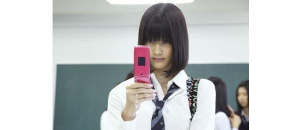 『アバター』でSNSサイト内のアバターにはまっていく主人公・阿武隈川道子を演じた橋本愛