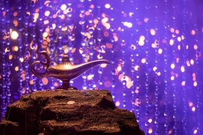 会場中央にある「魔法のランプ」
