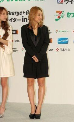 【写真】黒のスーツスタイルが大人っぽい倖田來未さん♪