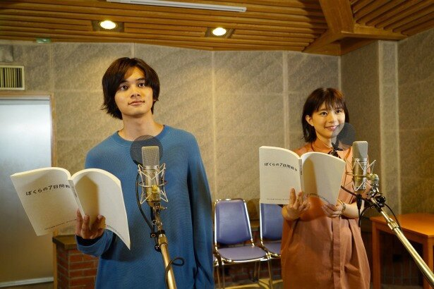 【写真を見る】北村匠海と芳根京子が一緒にアフレコをしたメイキングシーン