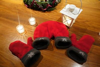 手袋をはずすまでつないだ手は離せないなんて…、ロマンチック気分は最高潮に!