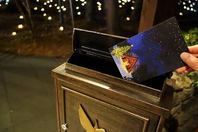 設置された特別ポストに投函すると、軽井沢高原教会から宛先へ郵送してもらえる。送りたい相手の住所をメモして訪れたい