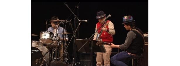 サンボマスターの近藤洋一、木内泰史も登場し即興演奏に挑戦する