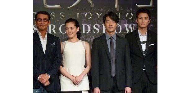 映画「プリンセス トヨトミ」の完成披露試写会に出席した中井貴一、綾瀬はるか、堤真一、岡田将生(写真左から)