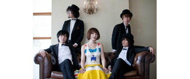 新曲「Have a Good Day!」を発表するのあのわ。写真左よりゴウ(G)、nakame(B)、Yukko(Vo&チェロ)、荒山リク(Key)、本間シュンタ(D)