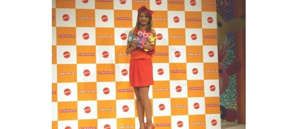 「シンガマジック!」の発売記念イベントに登場した吉川ひなの