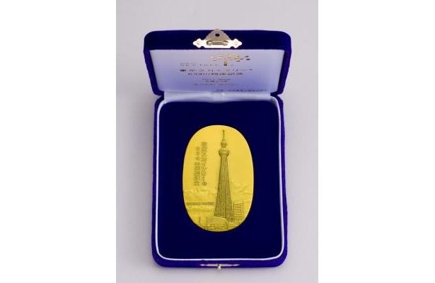 いずれも最高品位の純金、純銀で製造された造幣局の品位検定極印入り