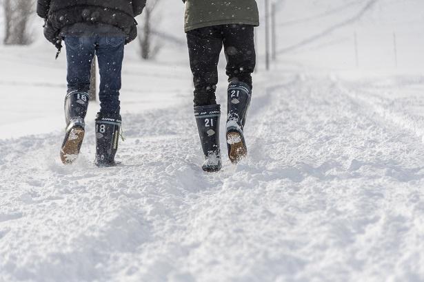 ふたりが履いているのは、館内でレンタルした長靴。冬季は雪遊び用品のレンタルもしている