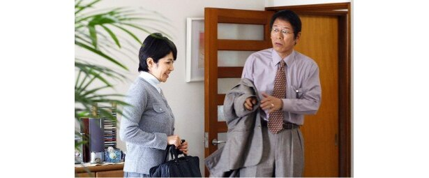 【写真】(写真左)主婦・咲子を演じる故田中好子さん