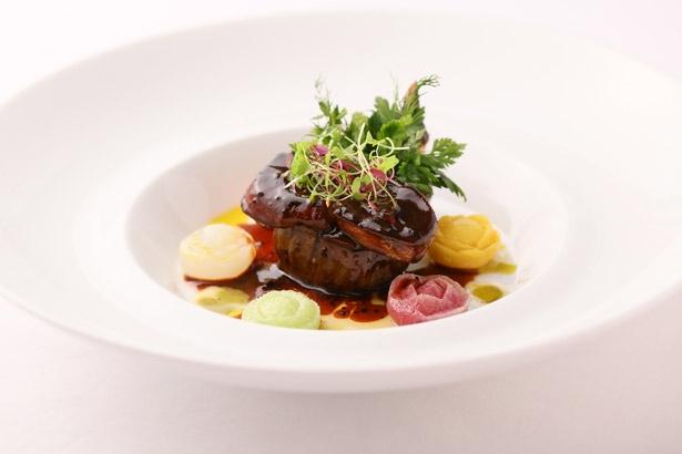 月刊「KELLy」とのコラボ福袋には、「ラ・グランターブル ドゥ キタムラ」のスペシャルディナーが楽しめる「食コース」が