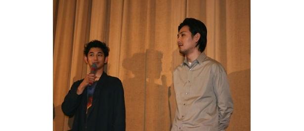 【写真】劇中の多田&行天コンビのように、息のあったかけ合いを見せる瑛太と松田龍平