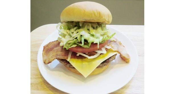 チーズ好きにはたまらない「とびきりハンバーグサンド『B.L.T.』」(スライスチーズ入り)520円
