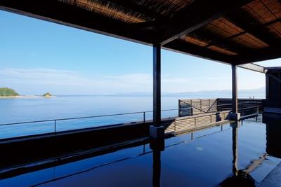 潮風に吹かれながら海との一体感を味わう / i+Land nagasaki 長崎伊王島 島風の湯