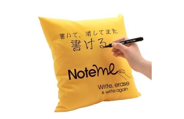 クッションに直接書いて消して、また書けるユニークなアイテム「お絵かきクッション Note me」(4980円)