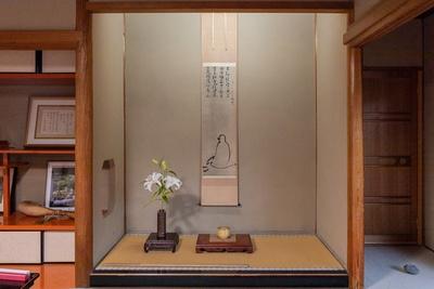 一休が禅の祖、達磨大師が描かれた掛け軸