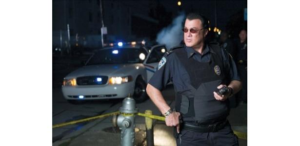 【写真】まるで映画のワンシーン。こんな警官がいたら犯罪者もタジタジ!?
