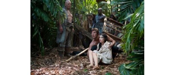 【写真をもっと見る】シレーナと禁断の恋をする宣教師フィリップ役サム・クラフリンも注目のイケメン俳優だ