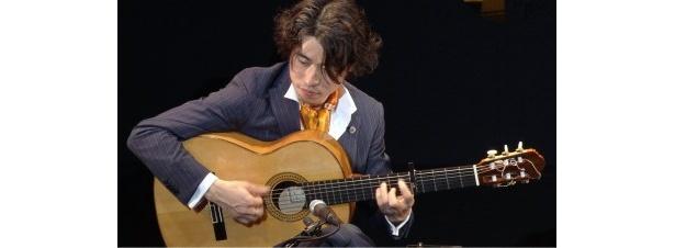 スペインの権威あるコンクールで優勝し、日本人初の快挙を成し遂げた沖仁のソロ演奏の模様