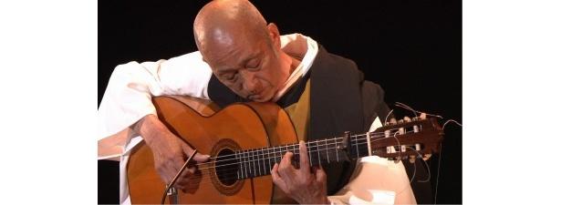 昭和を代表する古典ギタリストとして活躍する太田正典のソロ演奏の模様
