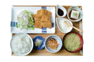 アジフライ定食(950円・税込) / アジフライ たるたる食堂