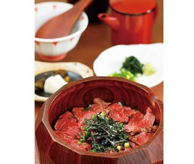 ウナギと肉の名店がコラボした「和牛ひつまぶし」(3500円) / 肉 澤正
