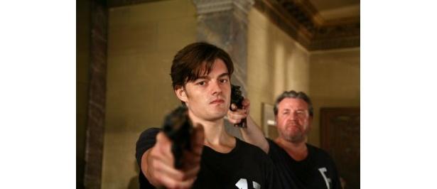 主役を演じるのは『コントロール』(07)のサム・ライリー
