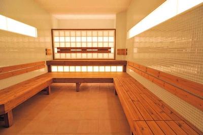 浴室のガラスがヒーターとなり遠赤外線を大量に放出する「クリスタルサウナ」/天然大和温泉 奈良健康ランド